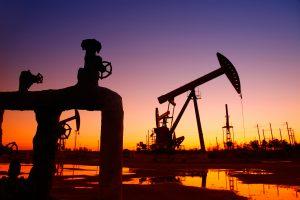 """Ще стане ли петролът """"черен лебед"""" за глобалните пазари?"""