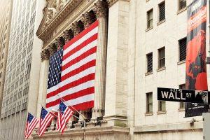 Големите акции водят Уолстрийт нагоре