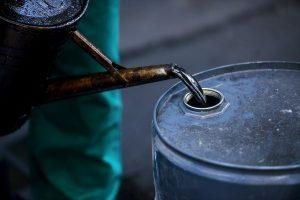 Инвестициите в петрол след пазарния шок