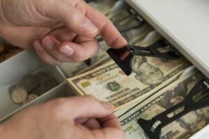 Инфлация, лихви и липсващата пазарна корекция